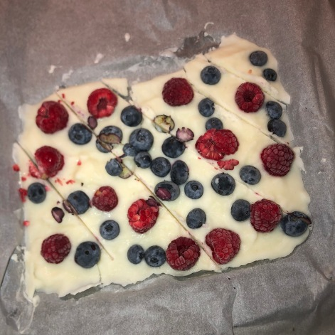 Frozen Yogurt Berry bark